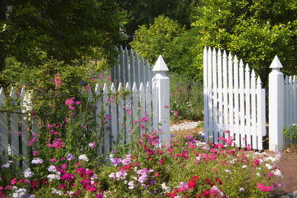 We install garden fences and gates